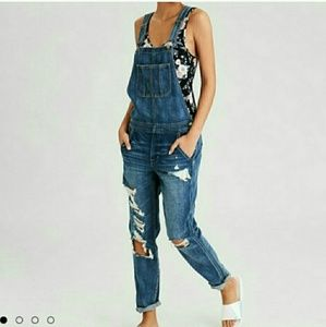 American Eagle Distressed Tomgirl Overalls